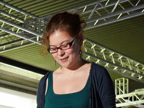 Laura Chiesa bei einer Präsentation