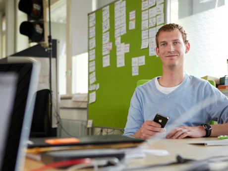 Michael Hübl, Gründer der flinc AG in seinem Büro.