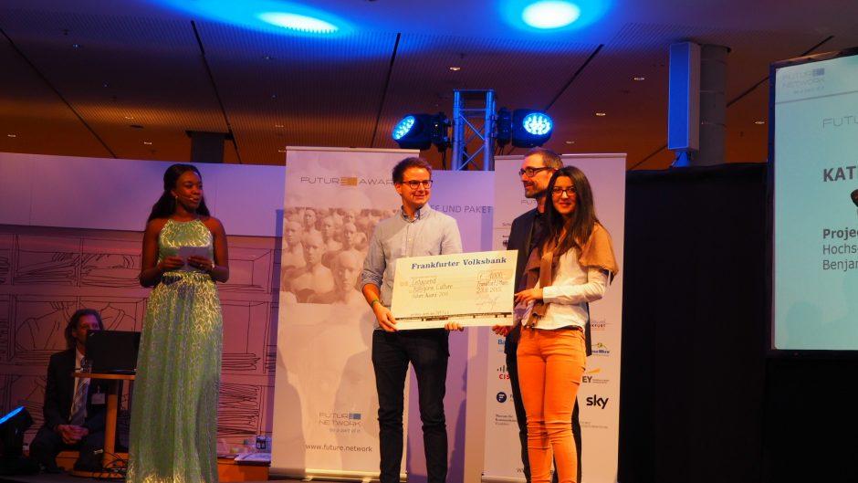 Benjamin Bauer und Aylin Sahin bei der Preisverleihung der Future Convention 2015