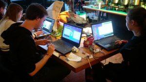 Patrick, Nina und Smilla während der IoT-Challenge