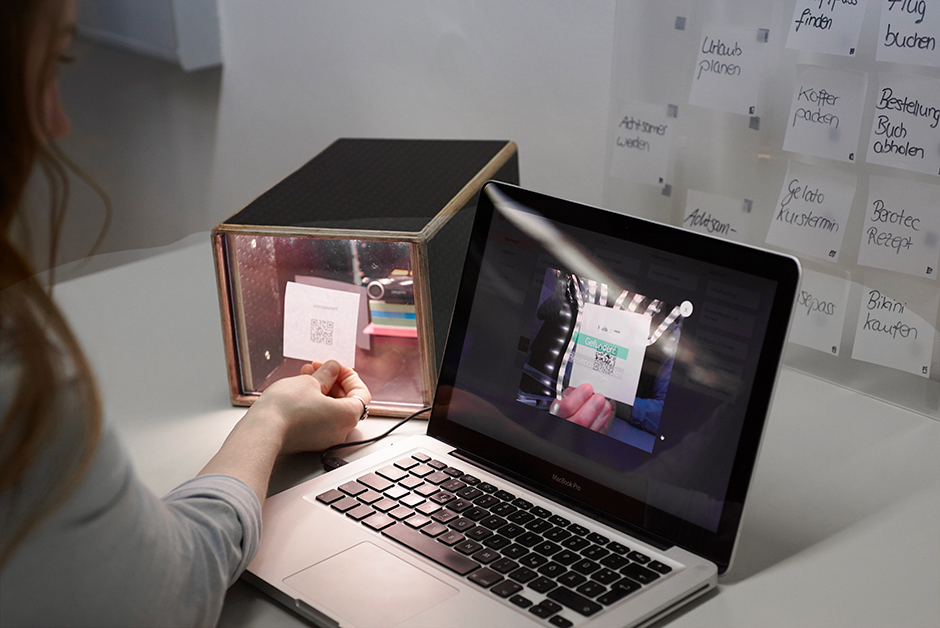 Der Prototyp von KanBalance: eine Box und eine Anwendung auf einem Laptop.