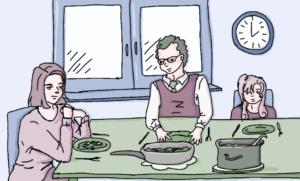Familie sitzt am Essenstisch
